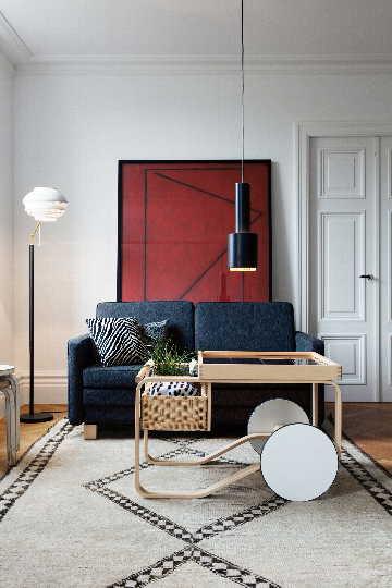 Klassista, skandinaavista muotoilua olohuoneen sisustuksessa