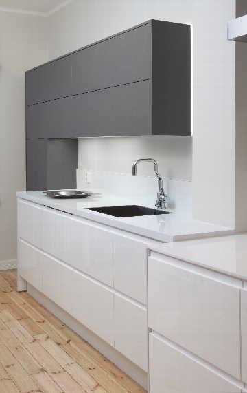 Moderni, musta valkoinen keittiö