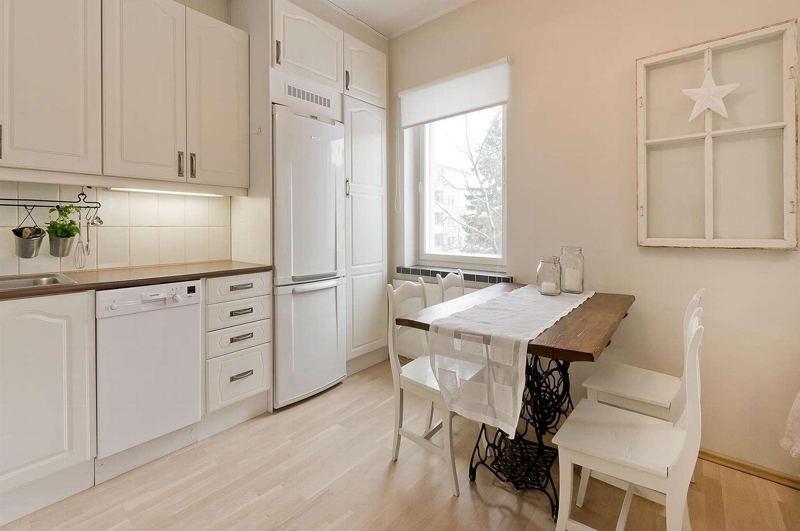 Perinteinen Maalaisromanttinen keittiö, Sisustus  keittiö, Huom!  Suomen As