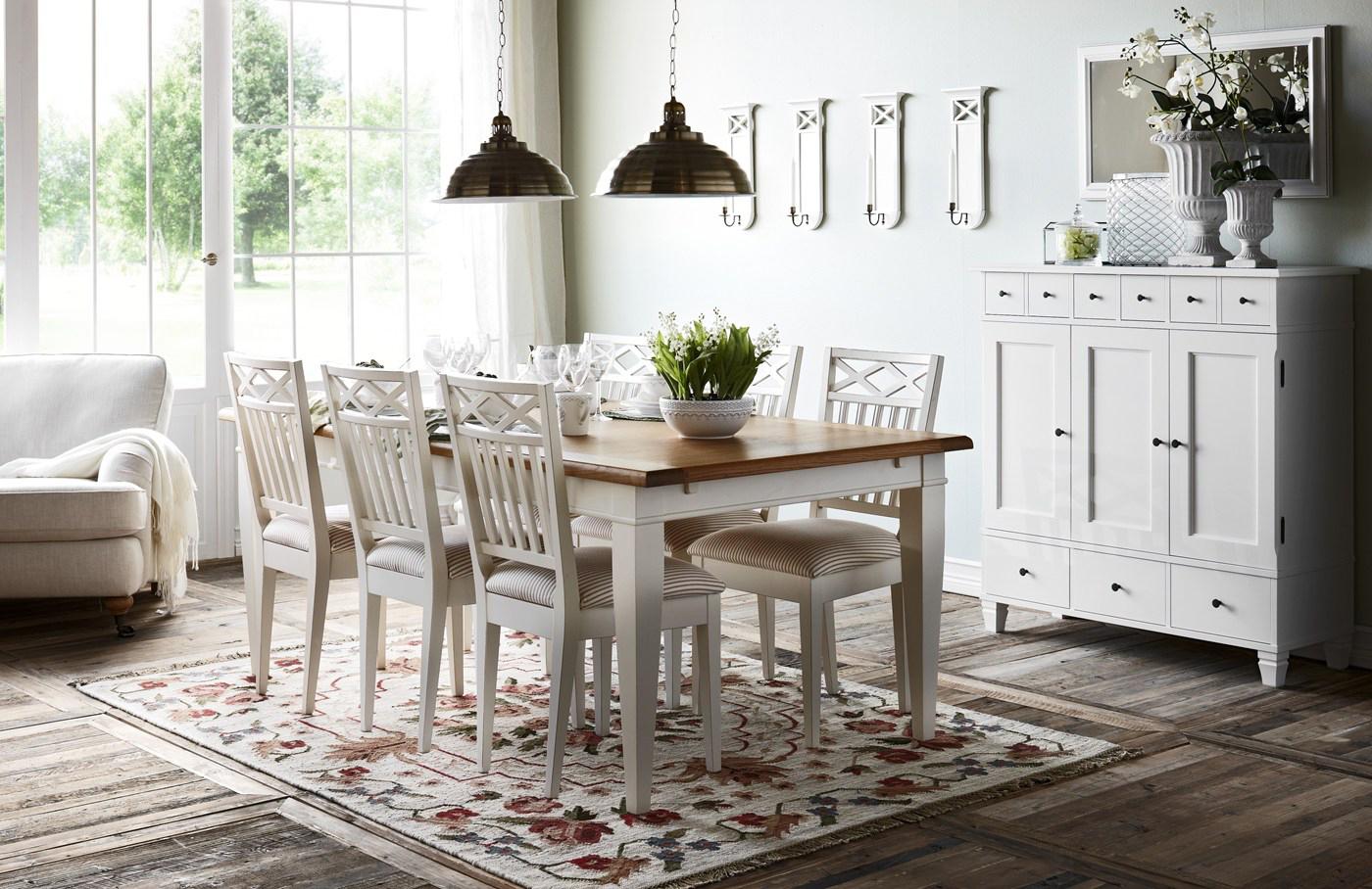 Ruokailutilan kalusteet, Kruunukaluste: Lundbergs Möbler Wilma ruokapöytä, astiakaappi ja tuolit
