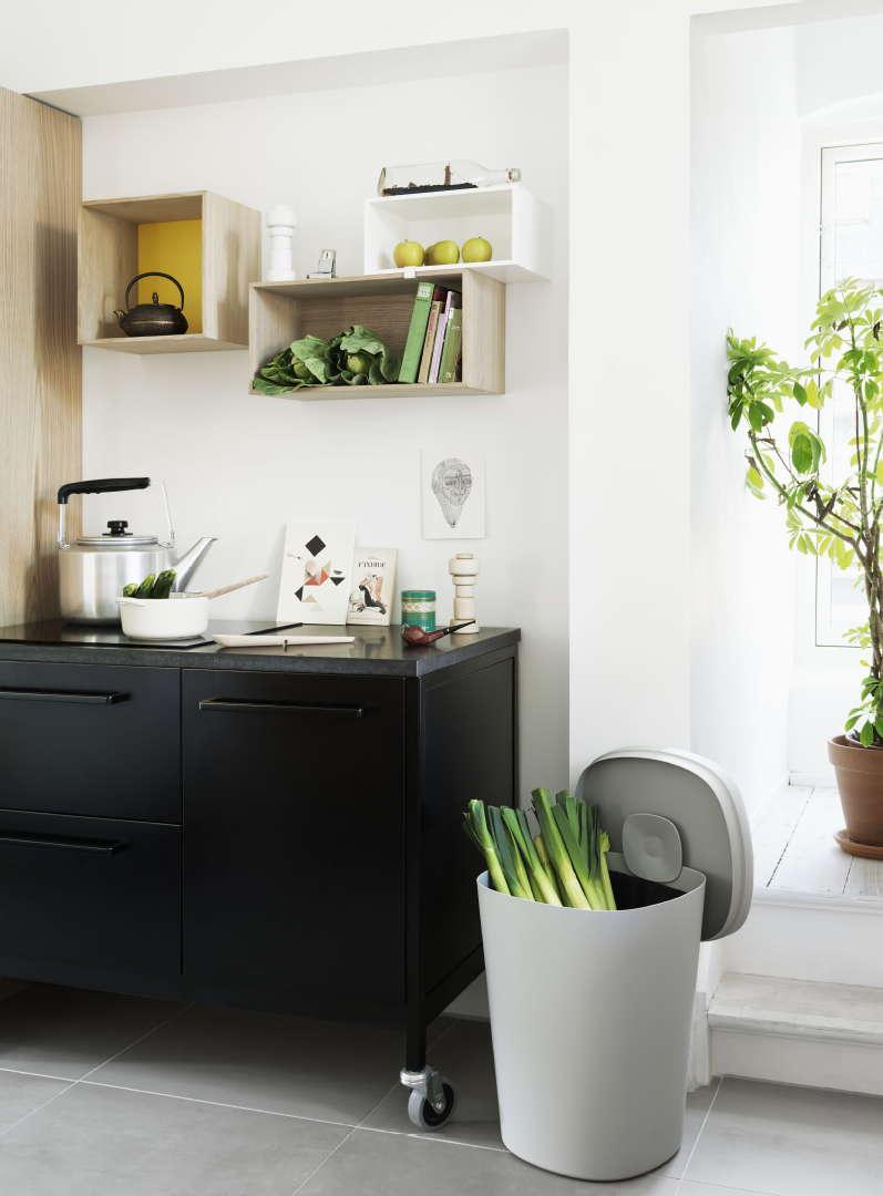 Keittiön sisustus, kesä, säilytys, Scandinavian Design Center: Muuto Mini Stacked hylly Medium, Large ja Small