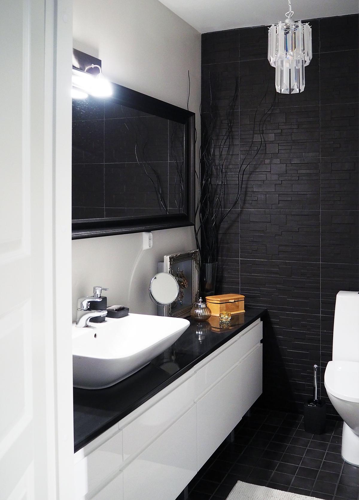 WC, mustavalkoinen sisustus, laatat