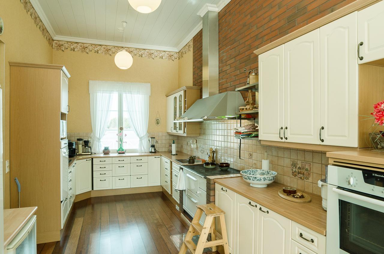 Maalaisromanttinen keittiö, Keittiö, Kiinteistömaailma