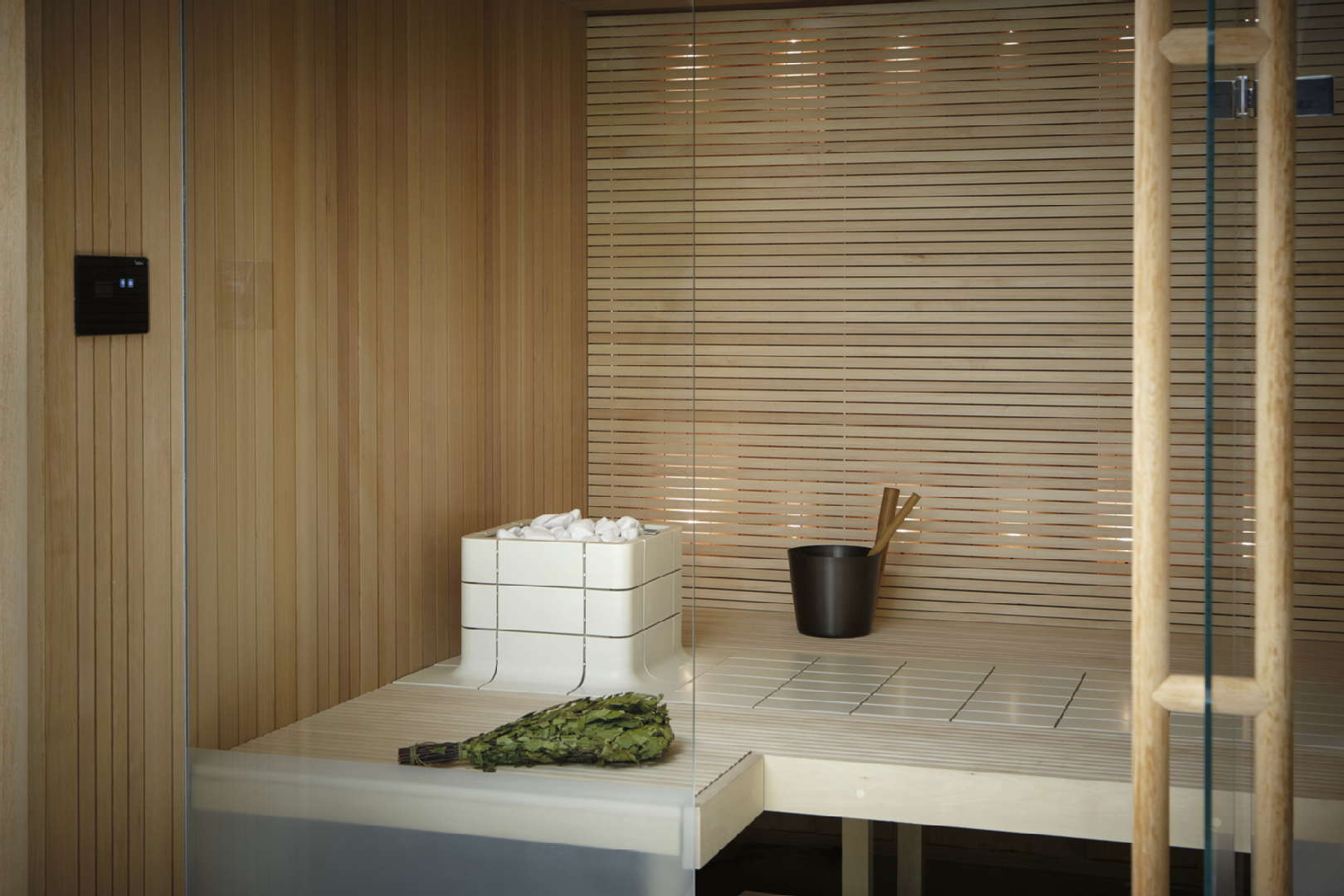 Sauna, Tulikivi: Nuoska integroitu kiuas, Deco koristekiuaskivi, Tulikivi touch screen kiuasohjain