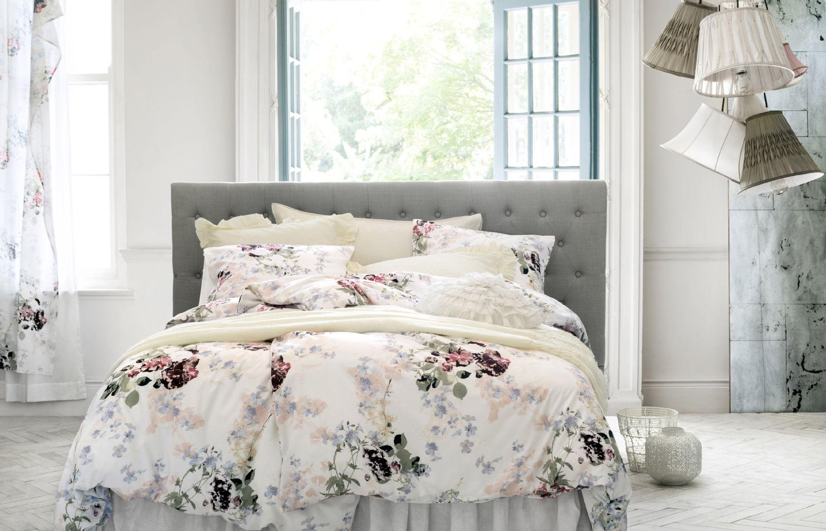 Makuuhuoneen sisustus, kesä, tekstiilit, Ideapark: H&M Home pussilakanasetti, pyöreä koristetyyny, metallilankakori ja iso kynttilälyhty